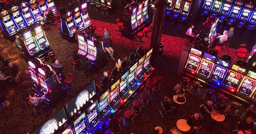Spoločenské kasína vs online kasína