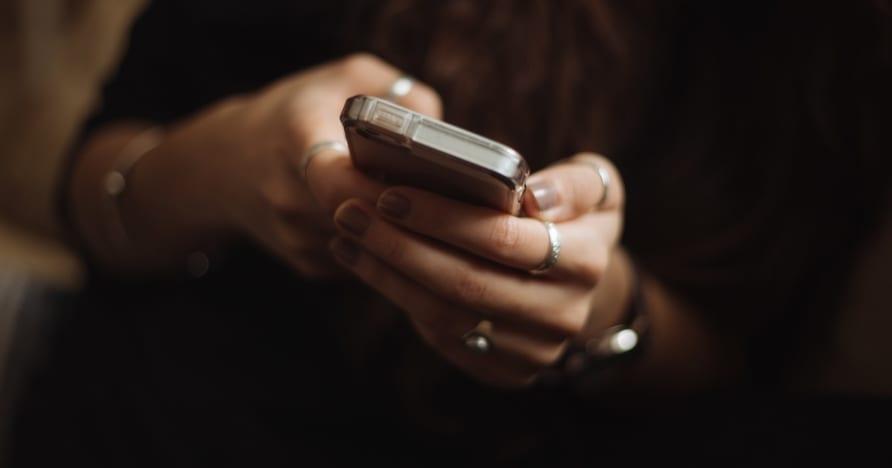 Dôvody, prečo začať hrať online kasíno v mobilných zariadeniach